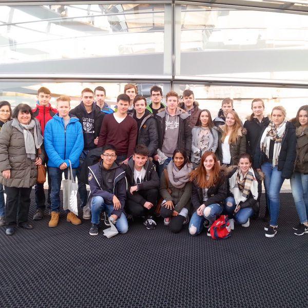Schüler vom Willstätter Gymnasium (Nürnberg) zu Besuch im Bundestag