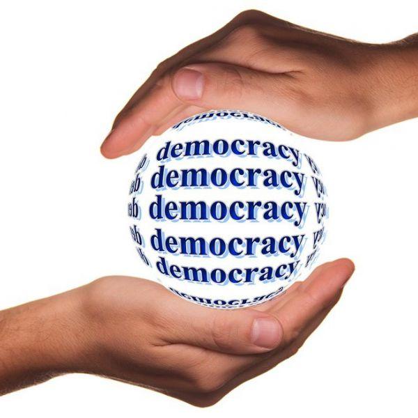 """""""Klartext für Demokratie!"""": Preis Politische Bildung"""